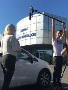 Photo de tournage de la série la bande à nanas au batiment des hautes technologie à Saint-Etienne